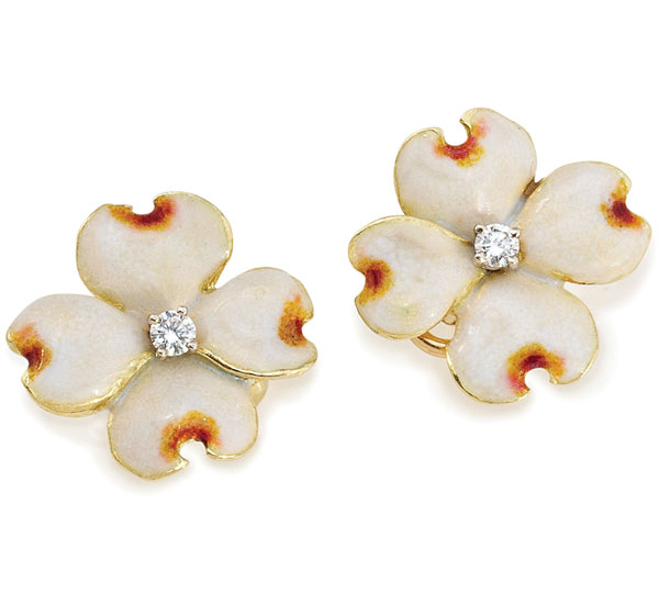 Delightful Dogwood earrings in 18K Gold with Diamonds